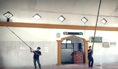 Kisah Marbot Rela Keliling Bersihkan 50 Masjid hingga Mandi Keringat