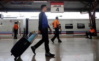 Jelang Mudik Lebaran, Penumpang Kereta di Stasiun Gambir dan Pasar Senen Masih Normal