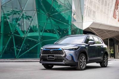 Ini Penampakan Toyota Corolla Cross Hybrid yang Dibeli Sandiaga Uno di IIMS 2021