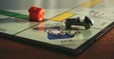 Viral, Keluarga Ini Temukan Papan Monopoli Raksasa saat Bongkar Karpet