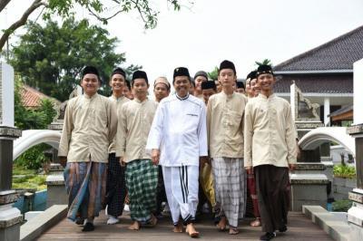 Sarung Identitas Santri Indonesia, Profesor Mesir: Di Sini Disebut Pakaian Jimak
