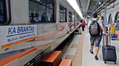 Tiap Hari Selama Ramadhan, 28 Ribu Orang Naik Kereta Api