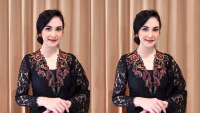 Cantiknya Arumi Bachsin Pakai Kebaya Hitam di Hari Kartini