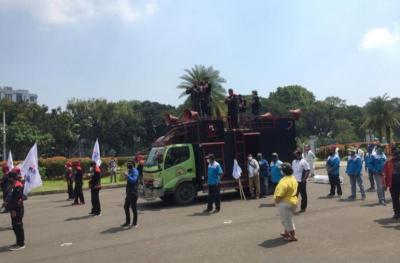 Massa Buruh Bergerak Menuju Mahkamah Konstitusi
