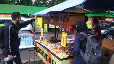 Ngabuburit Asyik Bareng Transformer Sambil Berburu Aneka Takjil di Bandung