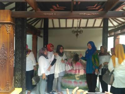 Mengenang Pahlawan Emansipasi di Monumen Ari-Ari Kartini