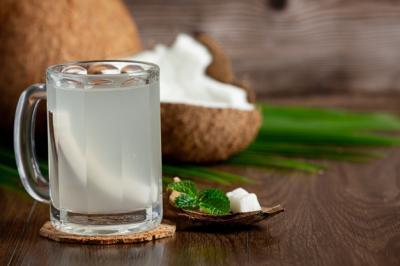 5 Efek Samping Terlalu Banyak Minum Air Kelapa