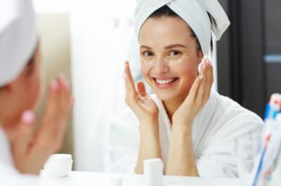 Beautypedia, 5 Cara Menerapkan Riasan pada Kulit Wajah Rentan Berjerawat