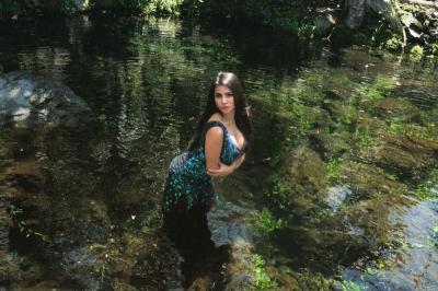 Terseret Prahara Natalie Holscher-Sule, Intip Foto Seksi Tisya Erni di Telaga Nilem