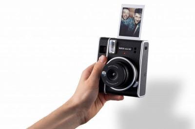 Kamera Instax Mini 40 Berdesain Klasik Resmi Meluncur