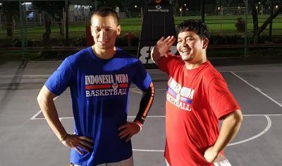 Ramadan Ceria, Indra Bekti dan Samuel Rizal Ajak Anak Yatim Main Basket