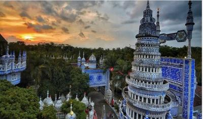 Masjid Tiban di Malang, Begitu Memasukinya seperti Berada di Istana Kerajaan