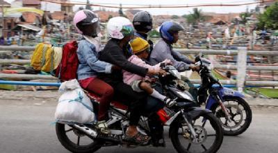 Ini Tips Aman Berkendara Motor Sambil Boncengin Anak