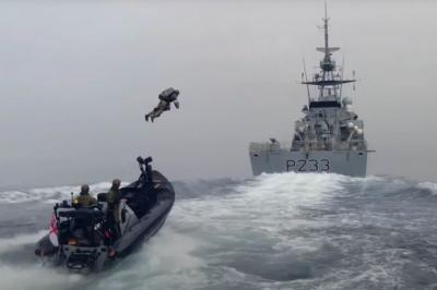 Lawan Bajak Laut, Angkatan Laut Inggris Uji Coba Pakaian Iron Man