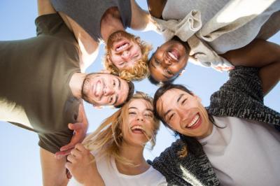 Tertawa Tingkatkan Kesehatan Fisik dan Mental? Ini Penjelasannya