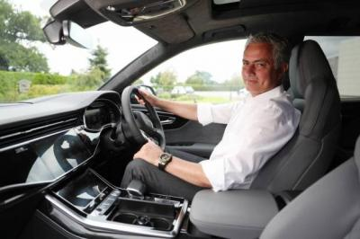 Latih AS Roma, Mourinho Dapat Hyundai Santa Fe Sebagai Tunggangan Baru