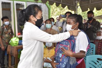 Tinjau Lokasi Bencana di NTT, Menteri PPPA: Perempuan dan Anak-Anak Harus Bangkit