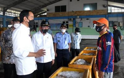 Singgung Kesejahteraan, Jokowi Sanggupi Permintaan Nelayan Lamongan