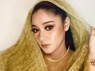 Naysilla Mirdad Pakai Pashmina dan Ucapkan Selamat Puasa, Nezizen: Mualaf ya
