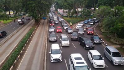 Ada Pos Penyekatan Mudik, Lalu Lintas di Jalur Arteri Kota Tangerang Tersendat