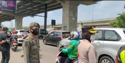 Terjaring Penyekatan Mudik, 15 Kendaraan Diputar Balik di Bekasi