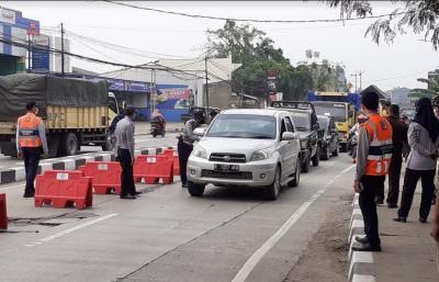 Hari Pertama Larangan Mudik, Kendaraan Plat B di Perbatasan Serang Langsung Diperiksa