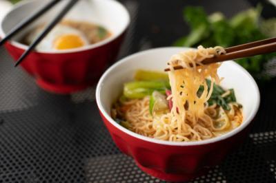 Terlalu Banyak Makan Mi Instan, Ini 4 Bahayanya untuk Kesehatan