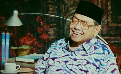 Humor Gus Dur: Anggota TNI AL Tak Bisa Berenang dan TNI AU Tak Bisa Terbang