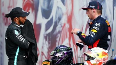 Verstappen Bilang Bersaing dengan Lewis Hamilton Asyik dan Menarik