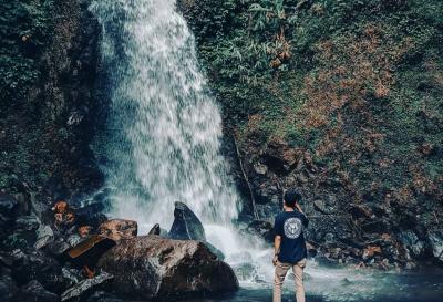 Pesona Curug Ciherang, Wisata Air Terjun dengan View Mengagumkan