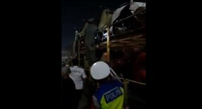 Viral! Belasan Pemudik Kelabui Petugas Nebeng Truk Pengangkut Motor di Tol Cikupa