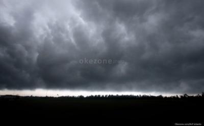 BMKG Prakirakan Sejumlah Provinsi Berpotensi Hujan Lebat Disertai Angin Kencang