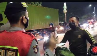 Kewalahan Hadapi Lonjakan Pemudik, Polisi Tutup Total Jalan di Bekasi