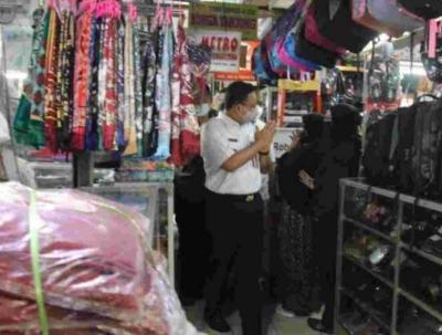Sidak 3 Pasar, Anies Pastikan Harga Kebutuhan Pokok Stabil & Prokes Baik