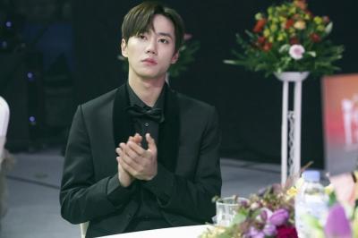 Lee Jun Young U-KISS Beberkan Beda Karakternya di Webtoon dan Drama Imitation
