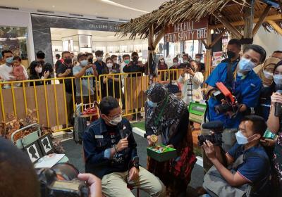 Bangga Buatan Indonesia, Sandiaga Uno: Kirim Hampers dengan Produk Lokal