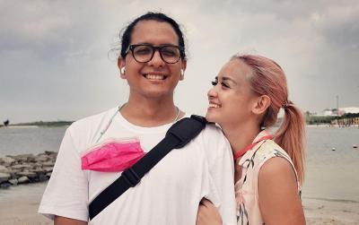 Jelang Pemakaman Raditya Oloan, Joanna Alexandra Peluk Erat Jenazah Sang Suami
