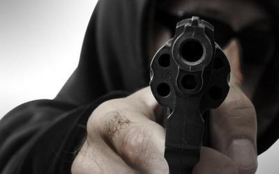 Terobos Pos Penyekatan Mudik, Pria Ini Melawan dan Todongkan Pistol ke Polisi