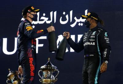 Verstappen Puas Bisa Mulai Balapan dari Belakang Hamilton