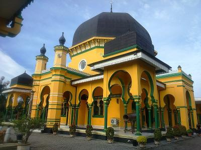 Masjid Tertua di Medan Warisan Sultan Deli dengan Perpaduan 5 Budaya
