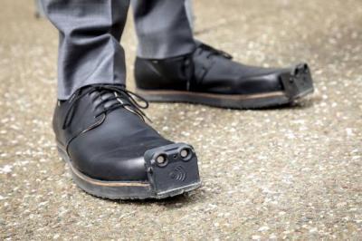 Unik, Sepatu Ini Gunakan Sensor Ultrasonik untuk Bantu Tunanetra