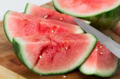 Suka Makan Semangka, Ini 4 Kebaikan yang Bisa Didapat