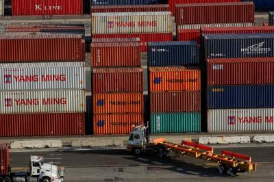 Mudik Dilarang, Jumlah Penumpang Turun tapi Logistik Tetap Stabil