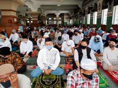 SE Kemenag : Lansia Diimbau Tak Sholat Idul Fitri di Masjid dan Lapangan
