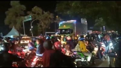Polisi Putar Balikkan Ribuan Pemotor yang Nekat Lawan Arus Demi Bisa Mudik