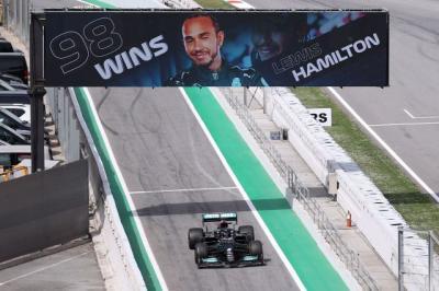 Lewis Hamilton Belajar Banyak soal Max Vesrtappen di F1 GP Spanyol 2021