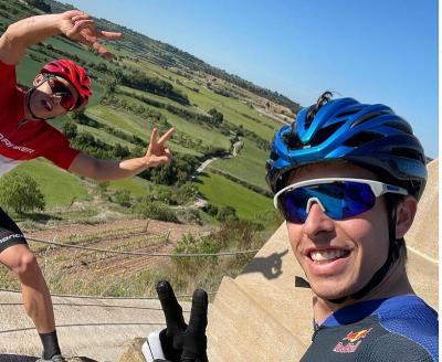 Jelang MotoGP Prancis 2021, Marc Marquez dan Alex Kompak Latihan Bersama