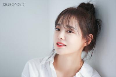 Kim Sejeong Lanjutkan Kontrak dengan Jellyfish Entertainment