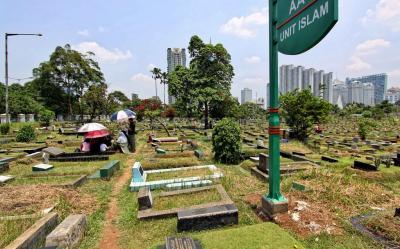 Larang Ziarah, Wali Kota Tangerang Kunci Gerbang Kuburan saat Lebaran