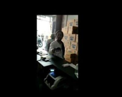 Disatroni Preman, Pemilik Toko di Ciputat Dimintai Jatah THR
